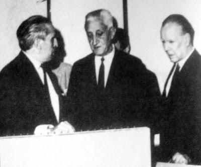 Borges con el presidente Dr. Arturo Umberto Illia