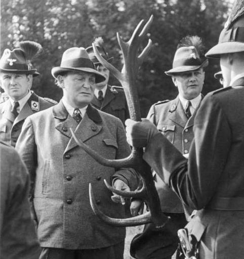 Bundesarchiv Bild 146-1979-145-13A, Walter Frevert, Hermann Göring, Ulrich Scherping cropped