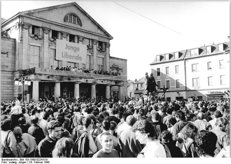 File:Bundesarchiv Bild 183-1990-0224-019, Weimar, Volkskammerwahl, BFD-Wahlkundgebung.jpg