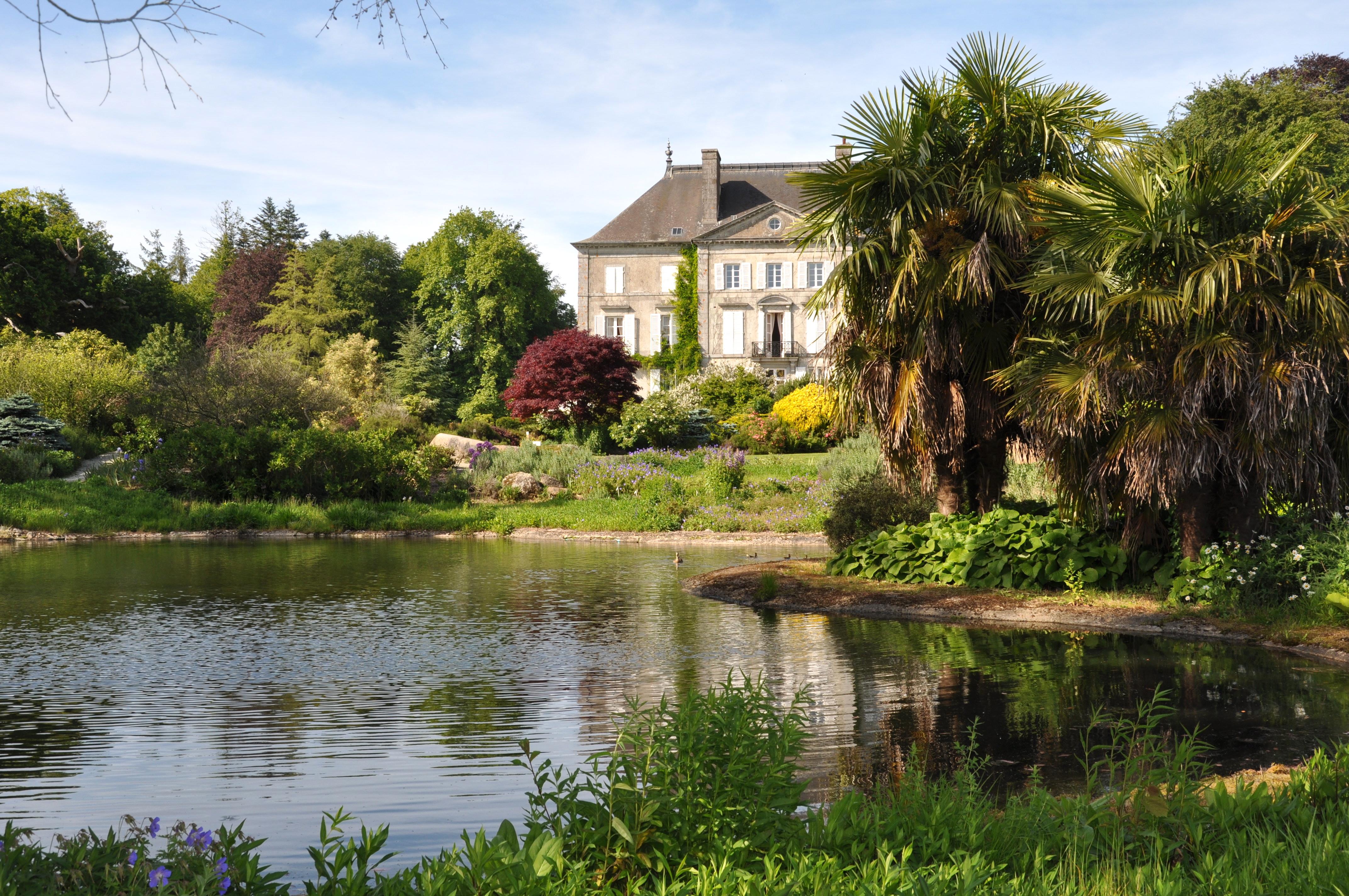 File:Château de la Foltière au mileu du Parc Botanique de Haute Bretagne.JPG - Wikimedia Commons