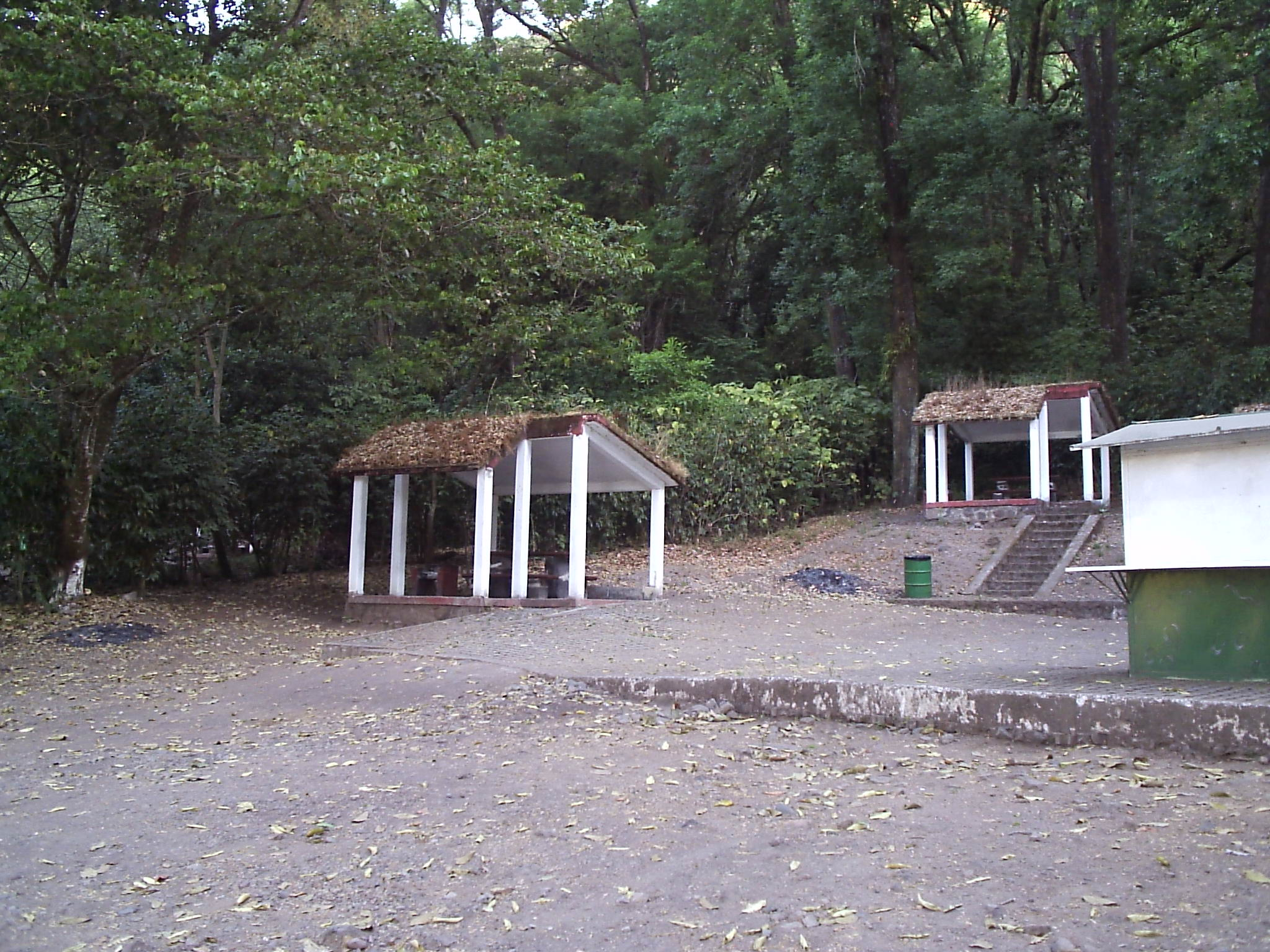 File:Comedores rústicos - panoramio.jpg - Wikimedia Commons
