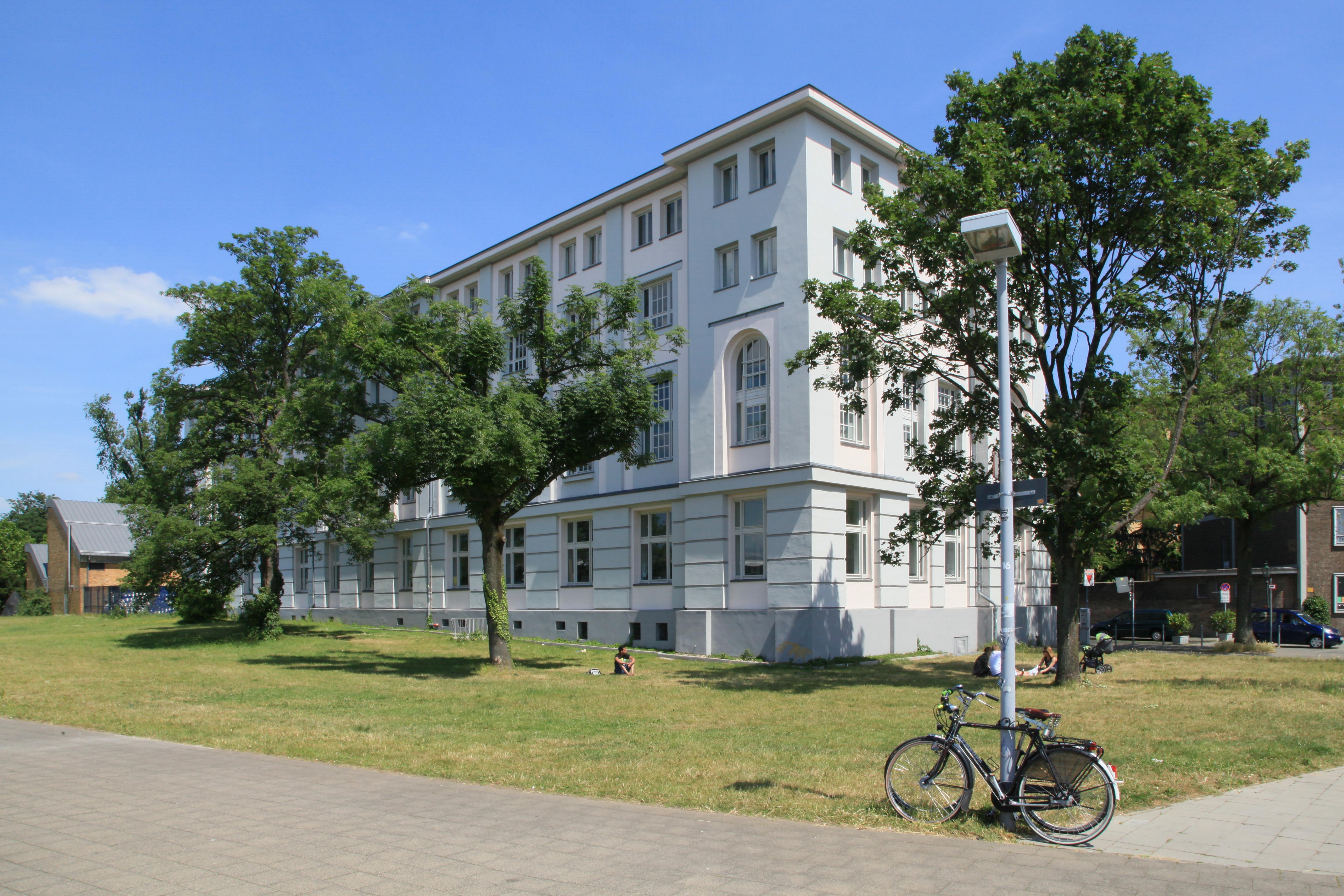 File:Düsseldorf - Schlossufer + Reuterkaserne - 1Archiv 01