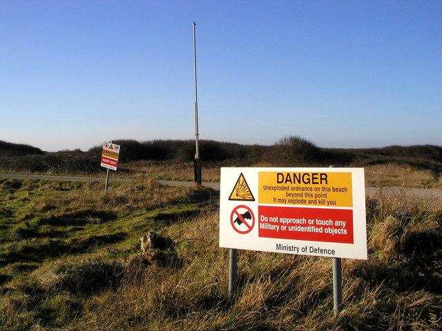 File:Danger Area^ - geograph.org.uk - 326892.jpg