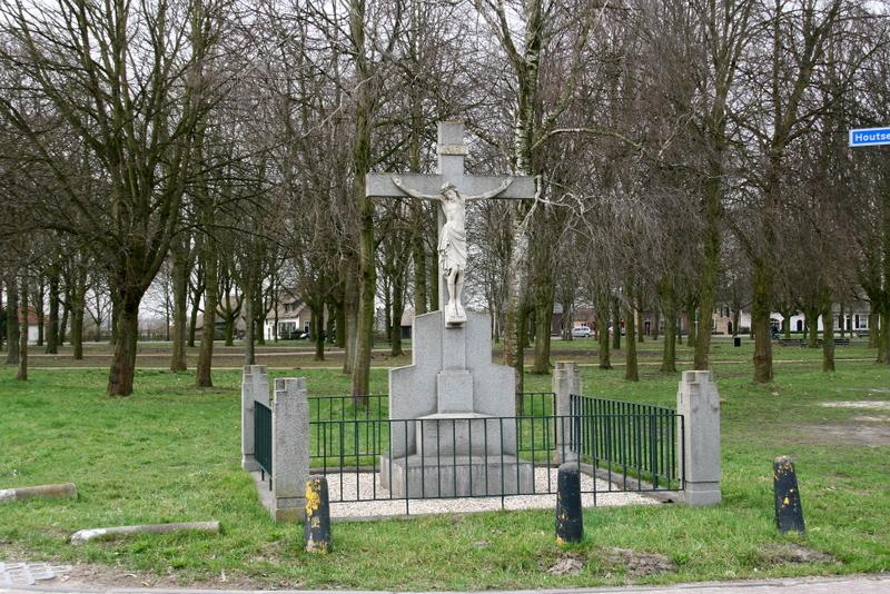 File:Den Hout - Kruisbeeld.jpg