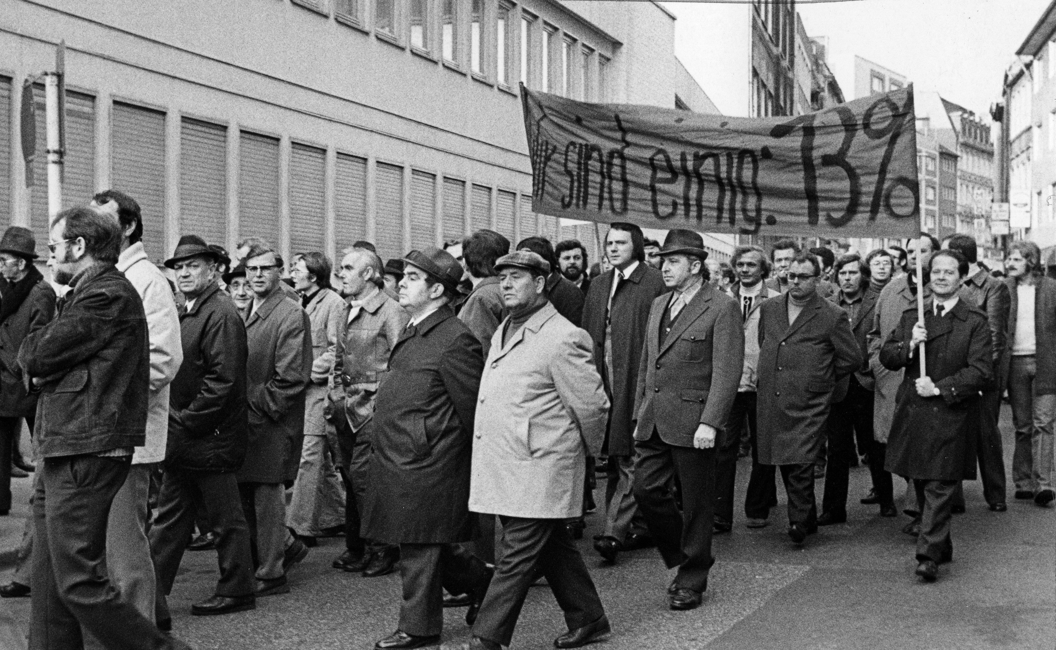 Streik 1973 - Forderung 13% mehr Lohn - By Monster4711 (Own work) [CC0], via Wikimedia Commons