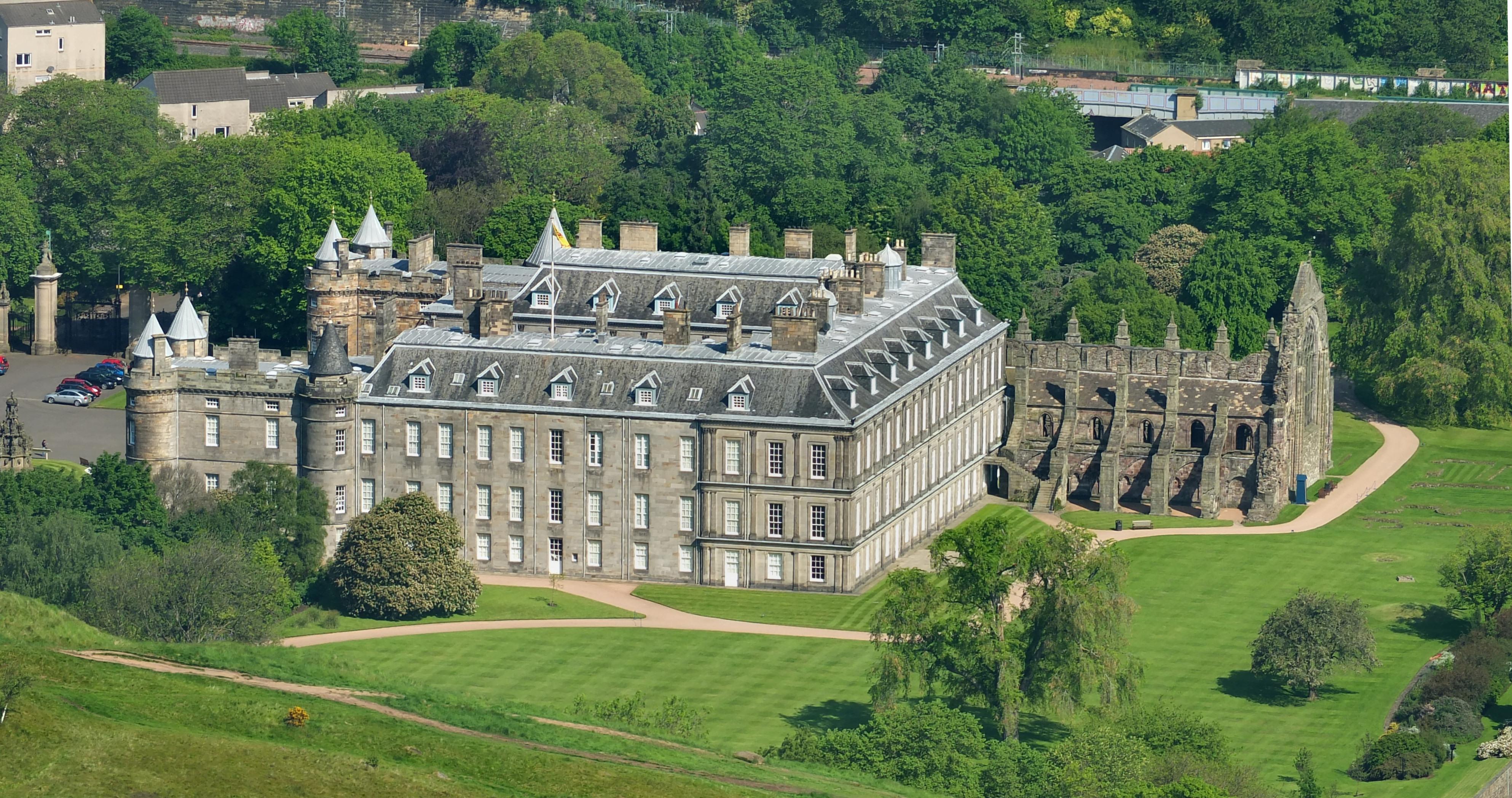File:Edinburgh Holyrood Palace from Arthur's Seat 04 JPG  Wikimedia