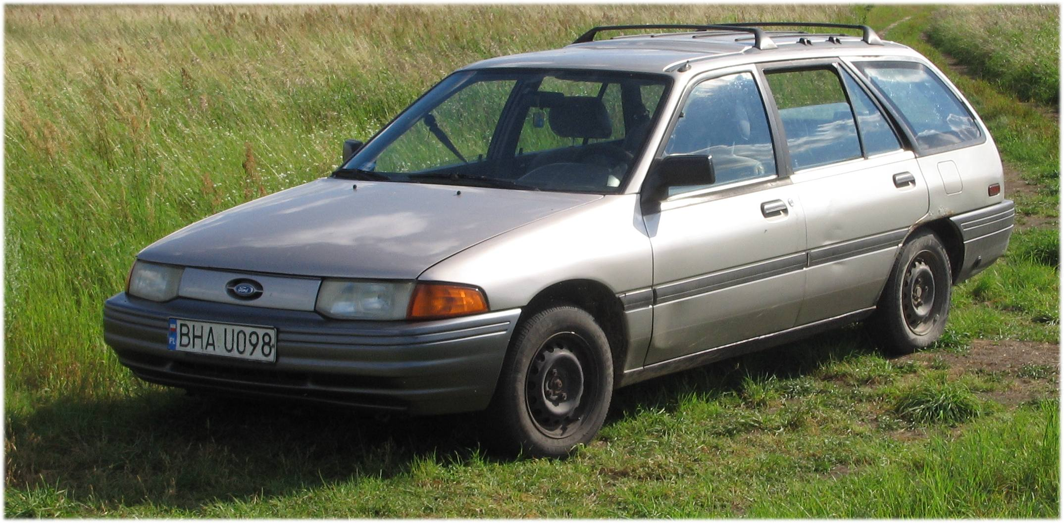 Ford Escort Sedan (USA)