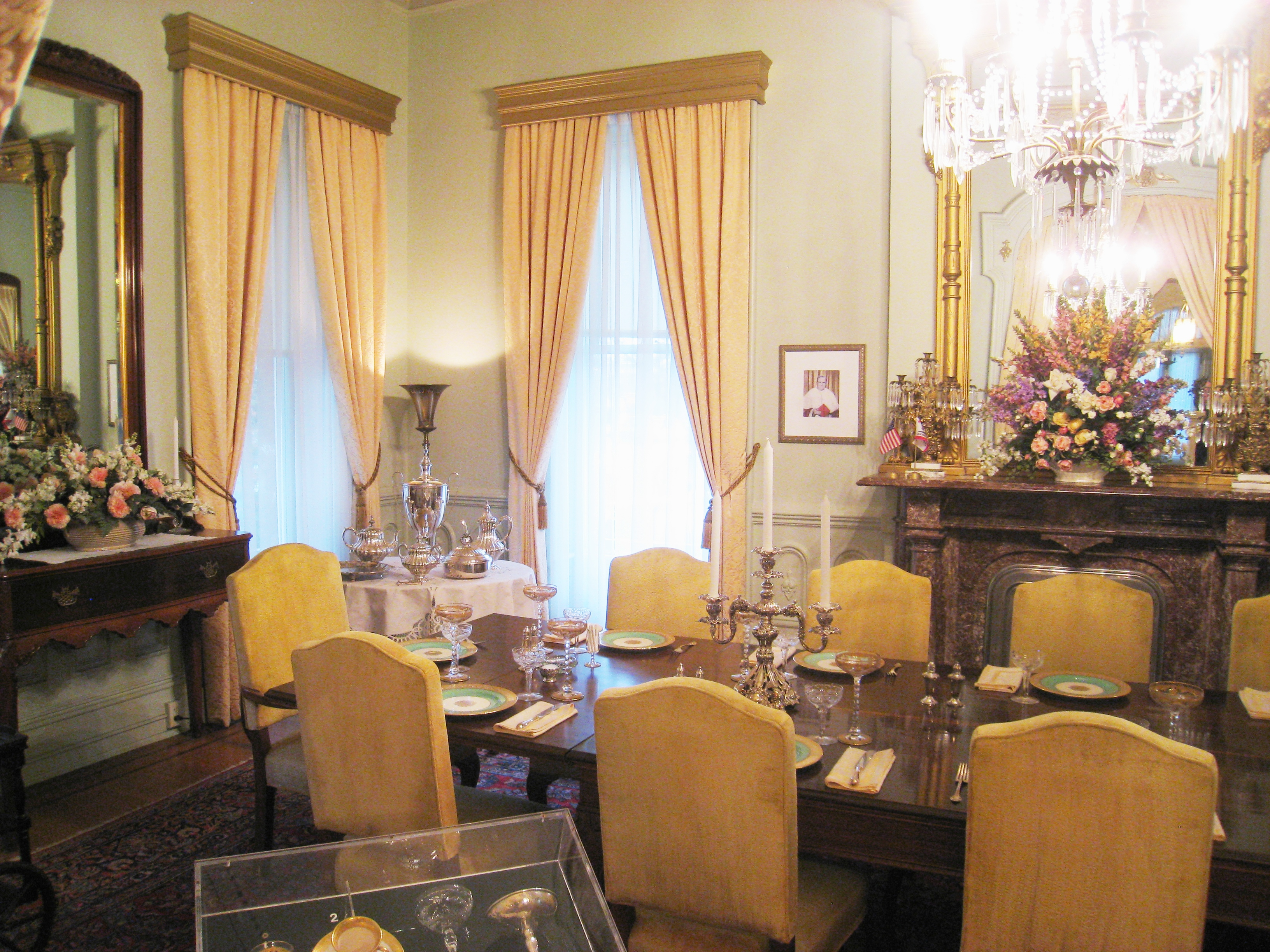 file:governor's mansion state historic park - dining room