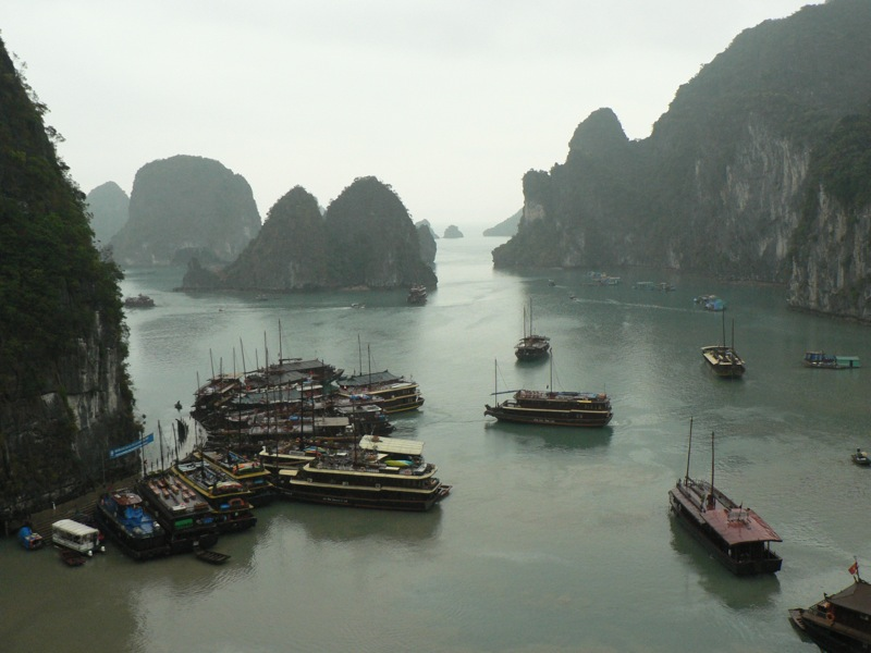 File:Ha Long Bay with boats.jpg
