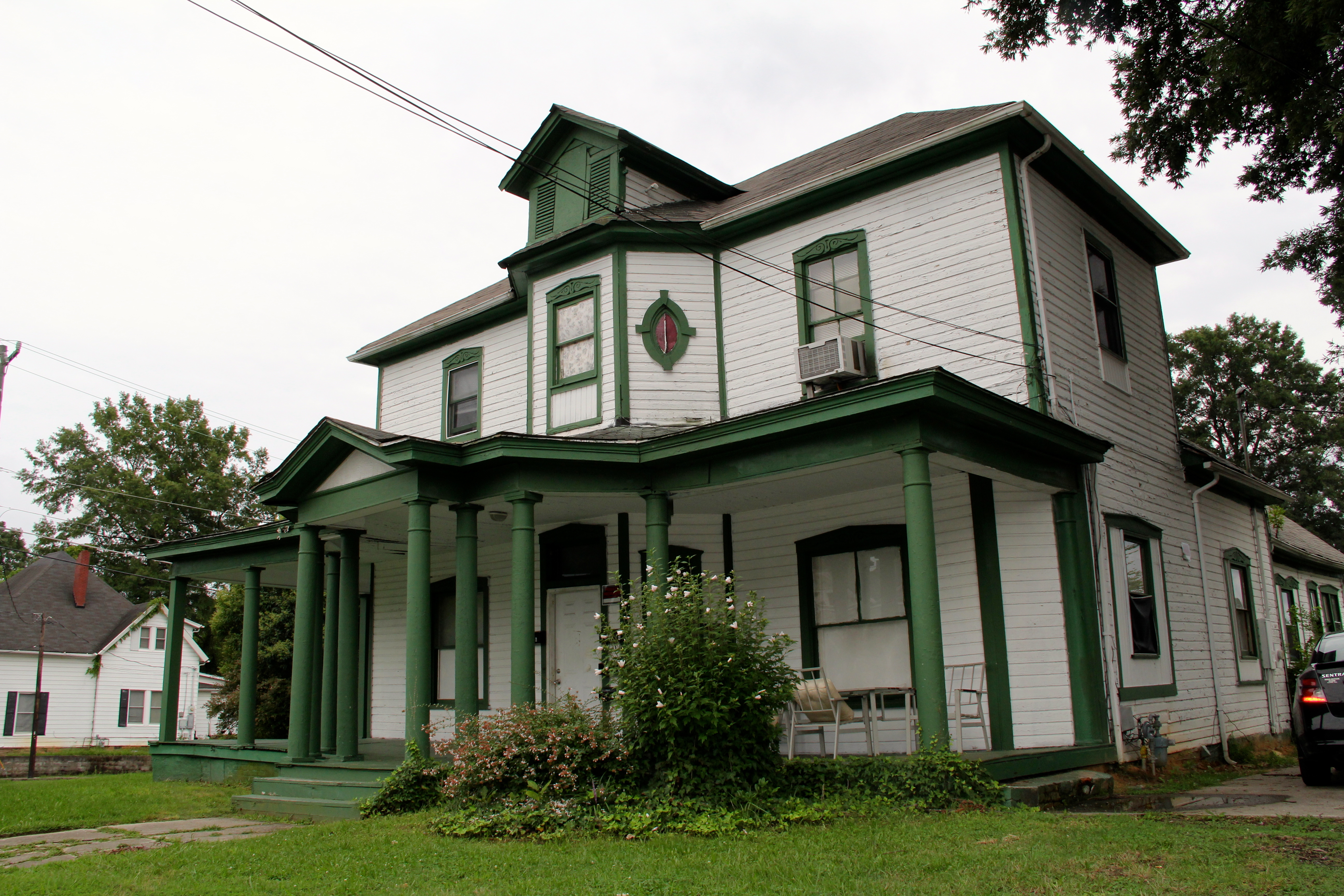 White Wood House : File:Holloway Street Historic District - White wooden house with green ...
