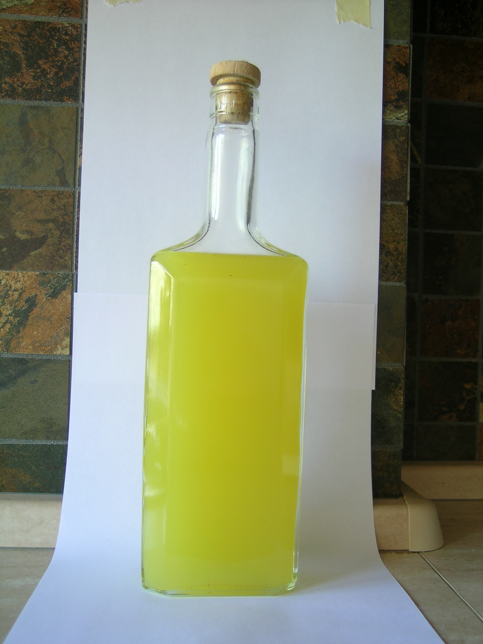 File:Homemade limoncello original.jpg - Wikimedia Commons