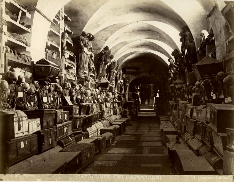 https://upload.wikimedia.org/wikipedia/commons/9/91/Incorpora,_Giuseppe_(1834-1914)_-_n._020_-_Palermo_-_Catacombe_dei_Cappuccini.jpg