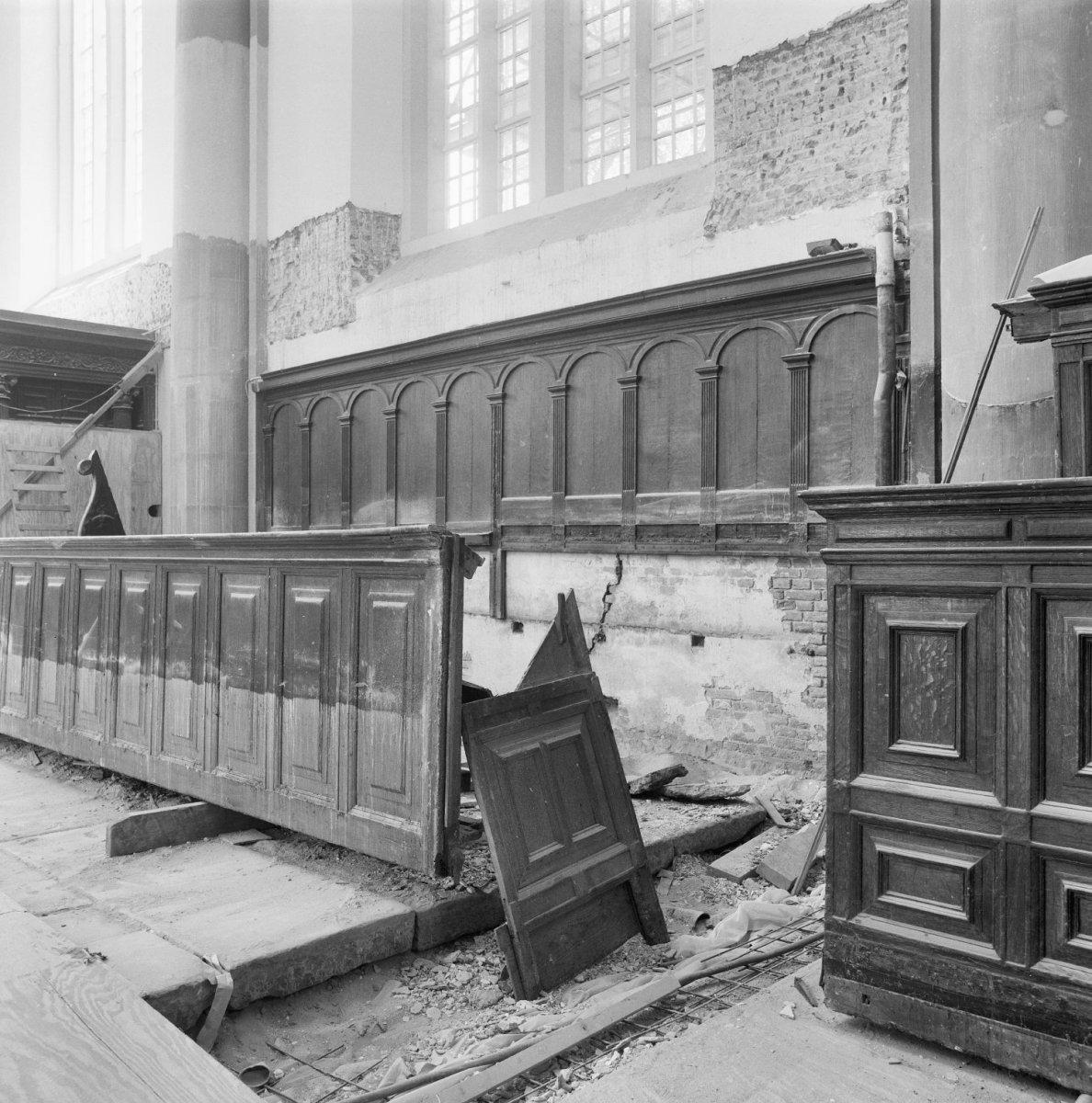 File interieur koorbanken tiijdens restauratie for Interieur amsterdam