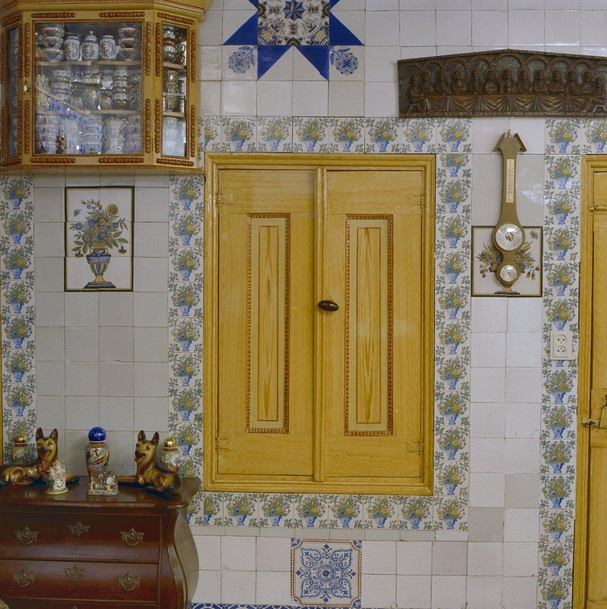 File:interieur, woonkamer met gesloten inbouw servieskast en ...