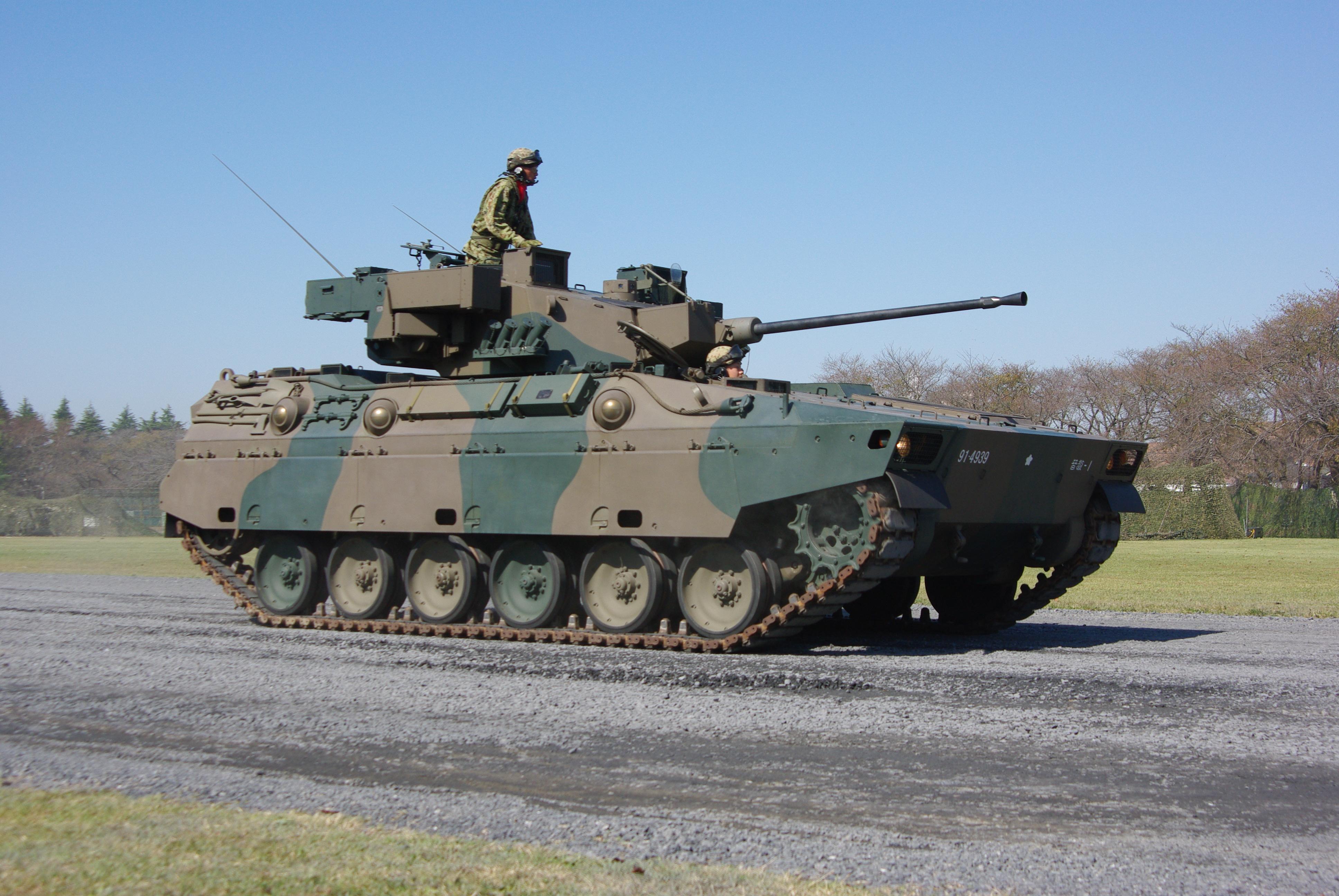 الصناعة العسكرية اليابانية,,,ماذا بعد؟! JGSDF_IFV_Type_89_20121021-01
