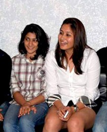 Jwala Gutta, Ashwini Ponappa on the sets of KBC 05 (cropped).jpg