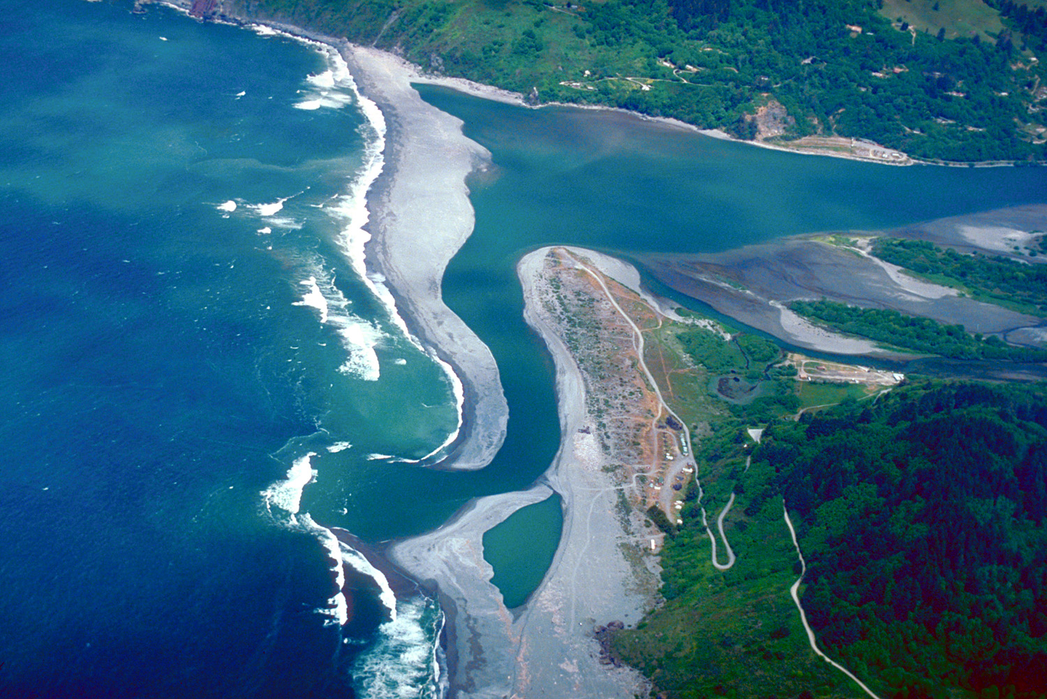 Description Klamath River mouth aerial view.jpg