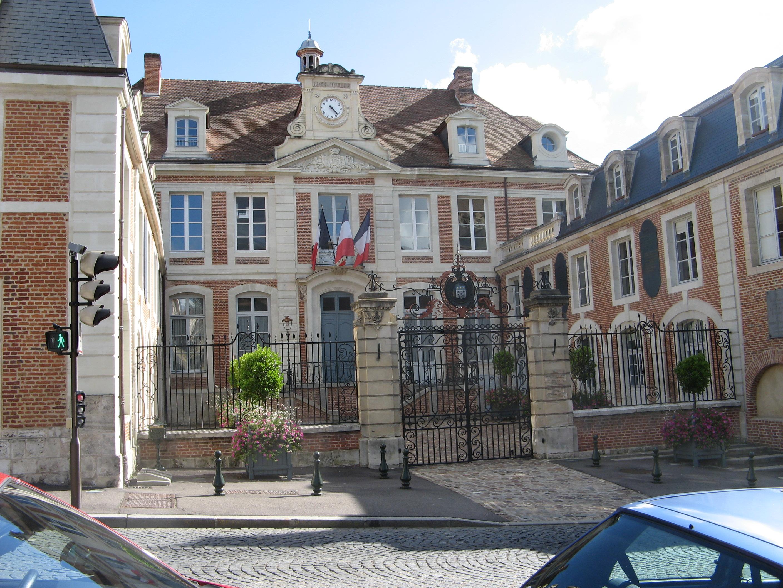 File lisieux h tel de ville 1701 jpg wikimedia commons for Piscine lisieux