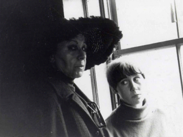File:Louise and Neith Nevelson.jpg