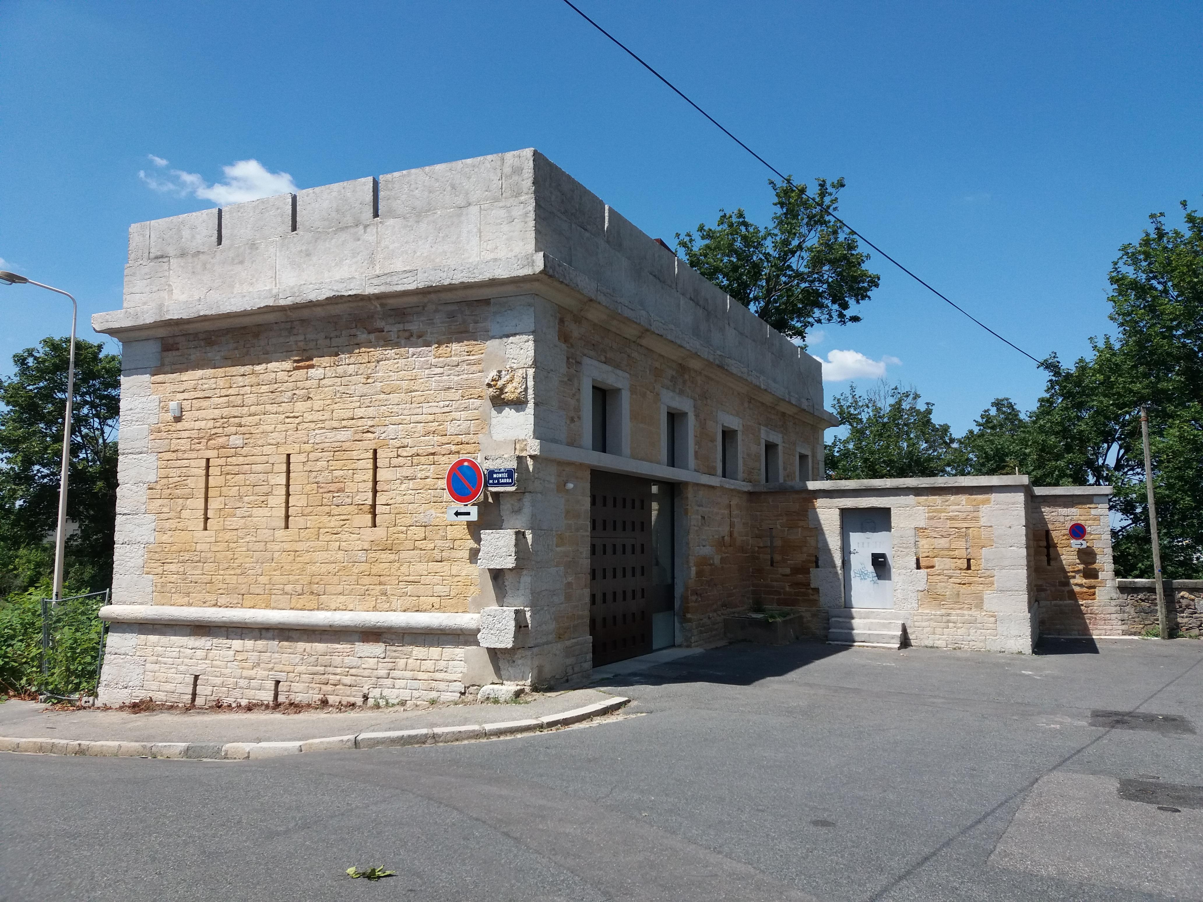 File Lyon 5e Montee De La Sarra Maison Individuelle Jpg Wikimedia Commons