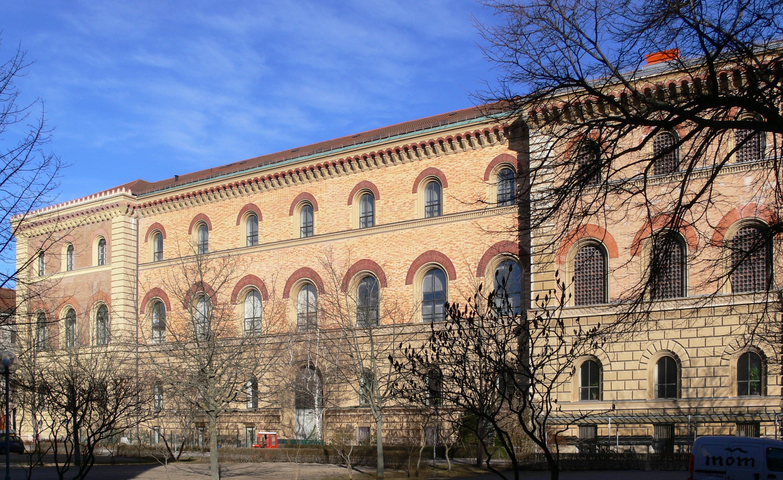 https://upload.wikimedia.org/wikipedia/commons/9/91/München_Bayerische_Staatsbibliothek_Seitenansicht.jpg
