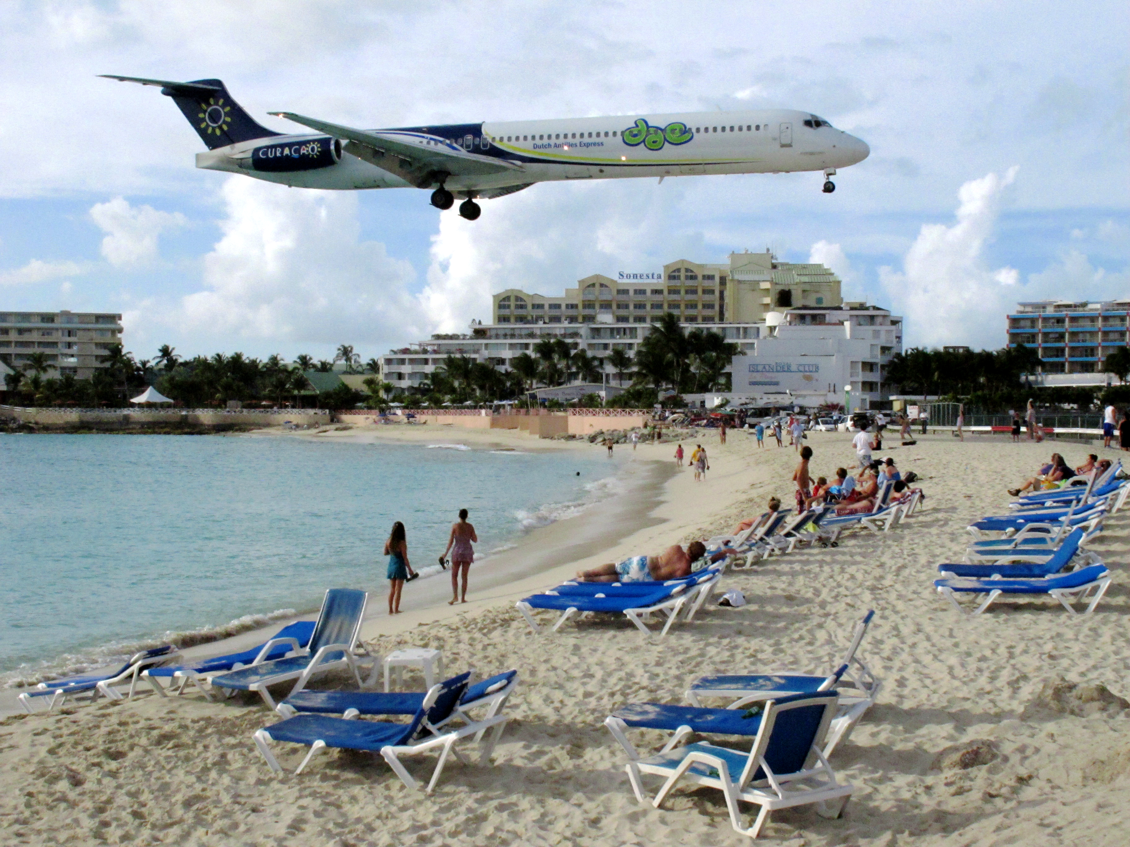 Maho Beach Restaurants