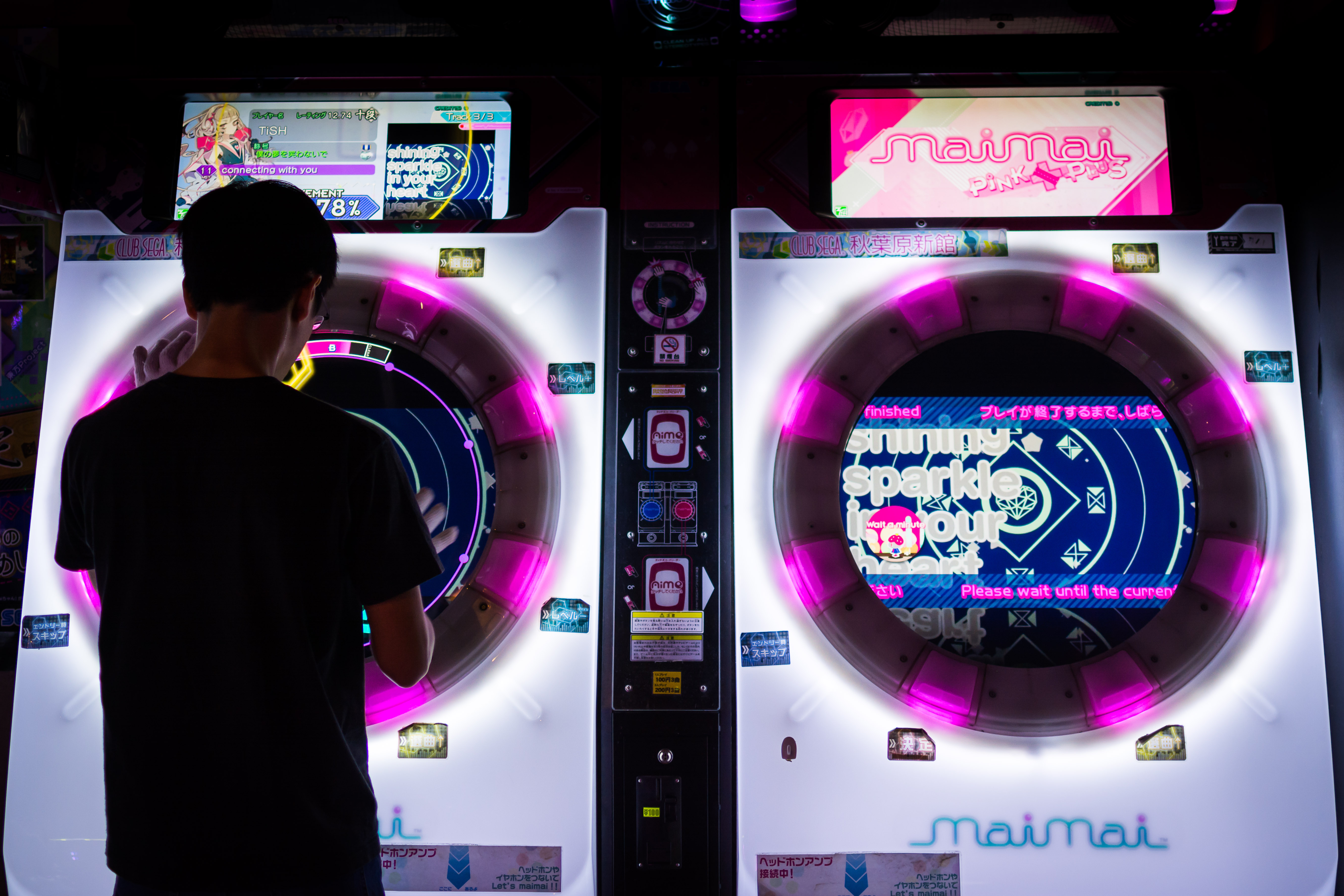 A picture of a person playing Maimai Pink by Julien Haack
