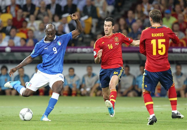 [Image: Mario_Balotelli_shot_Euro_2012_final_02.jpg]