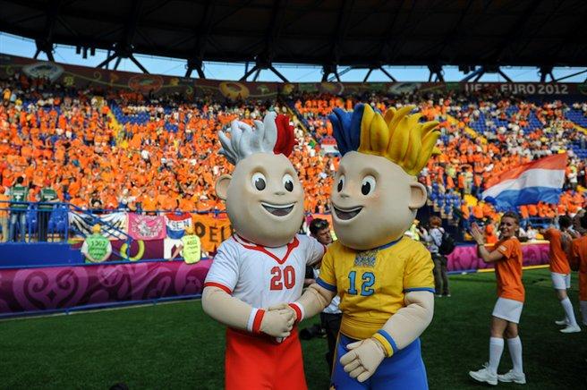 File:NED-DEN Euro 2012 (01).jpg