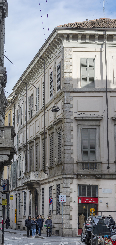 Via San Maurilio Milano palazzo casnedi - wikipedia