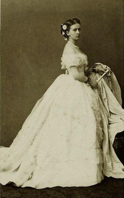Princess Marie of Hohenzollern-Sigmaringen, 1860s.jpg
