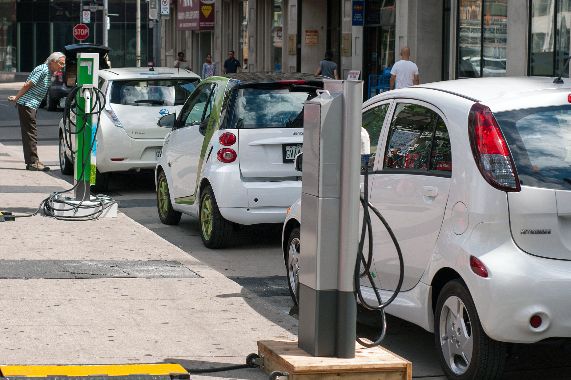 Charging Electric Cars on the Street