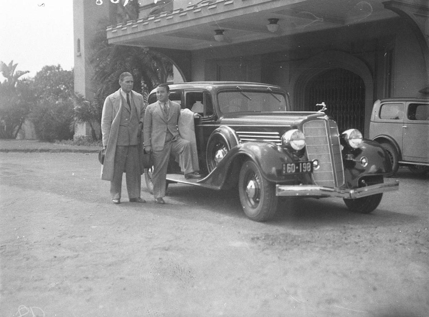 File:SLNSW 42917 Joe Kirkwood and friend and 1932 Buick outside ...
