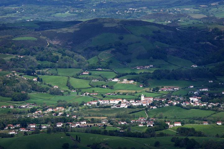 Fichier:Sare village overview.jpg