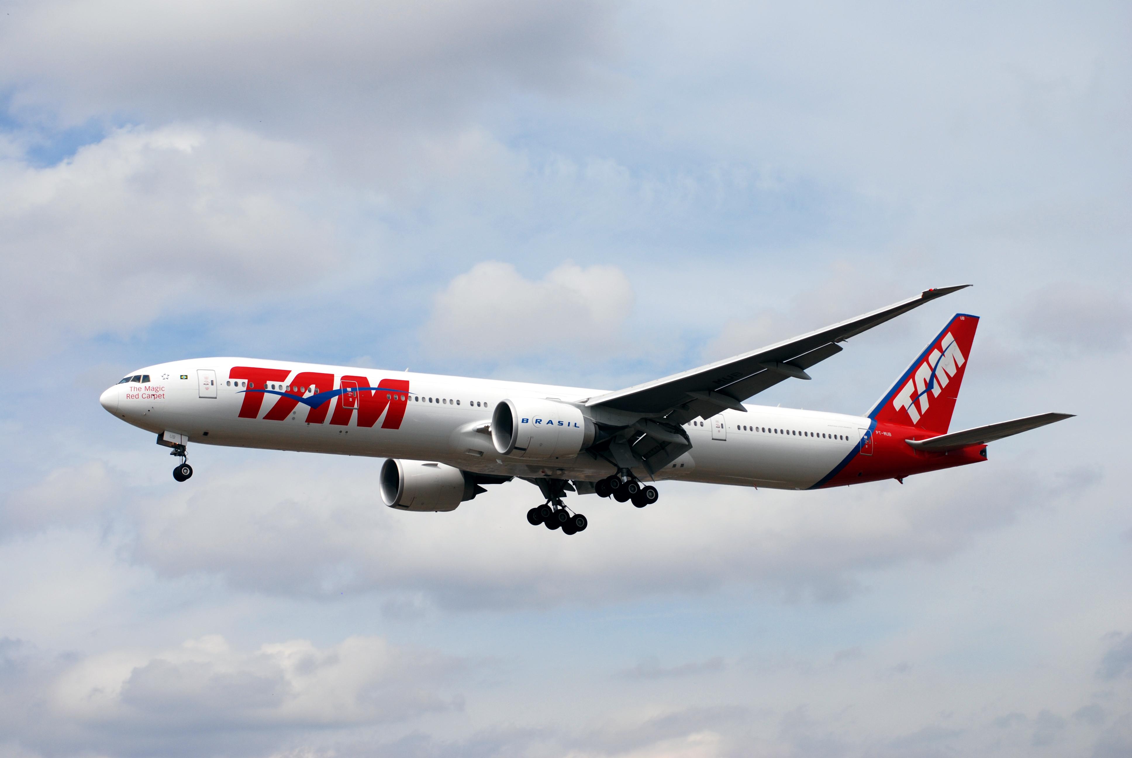 Boeing 7778 van LATAM in oude livery (Bron: WikiMedia Commons / Allen Watkin)