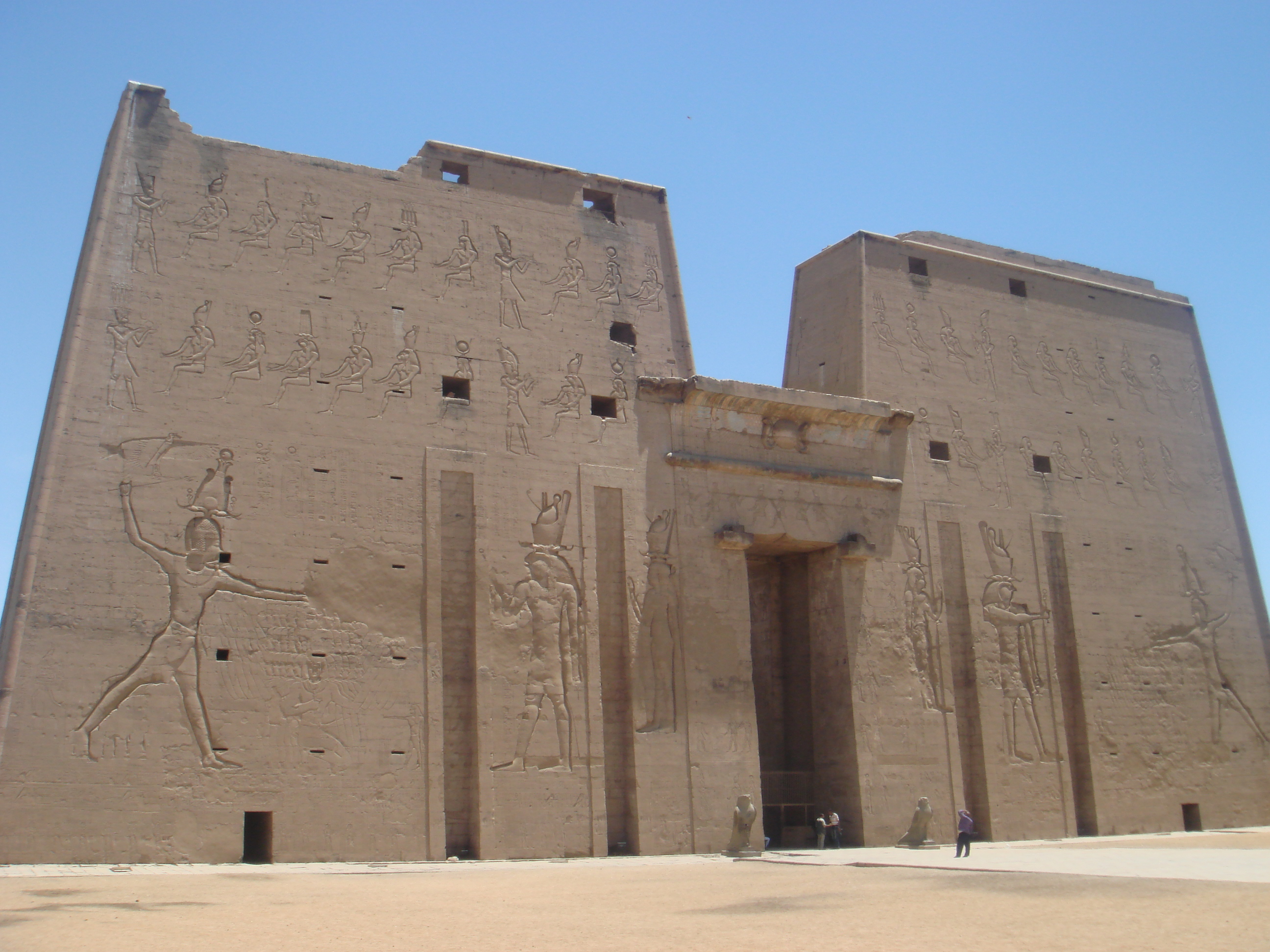 Temple_of_Edfu.jpg