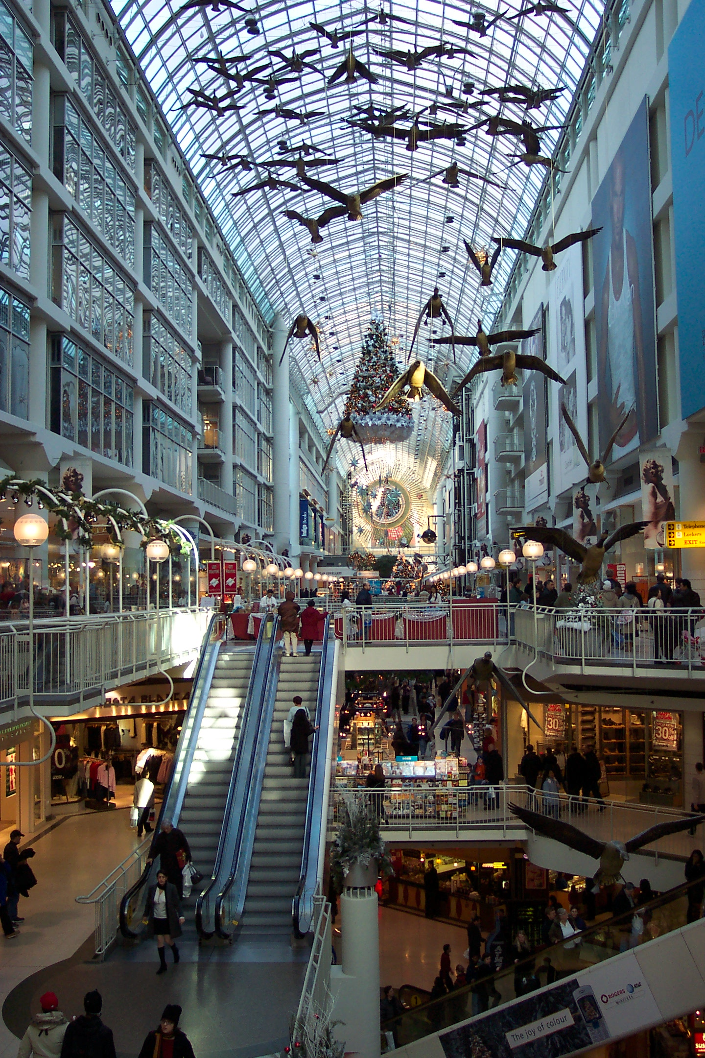File:Toronto Eaton Centre on Boxing Day.jpg - Wikipedia, the free ...