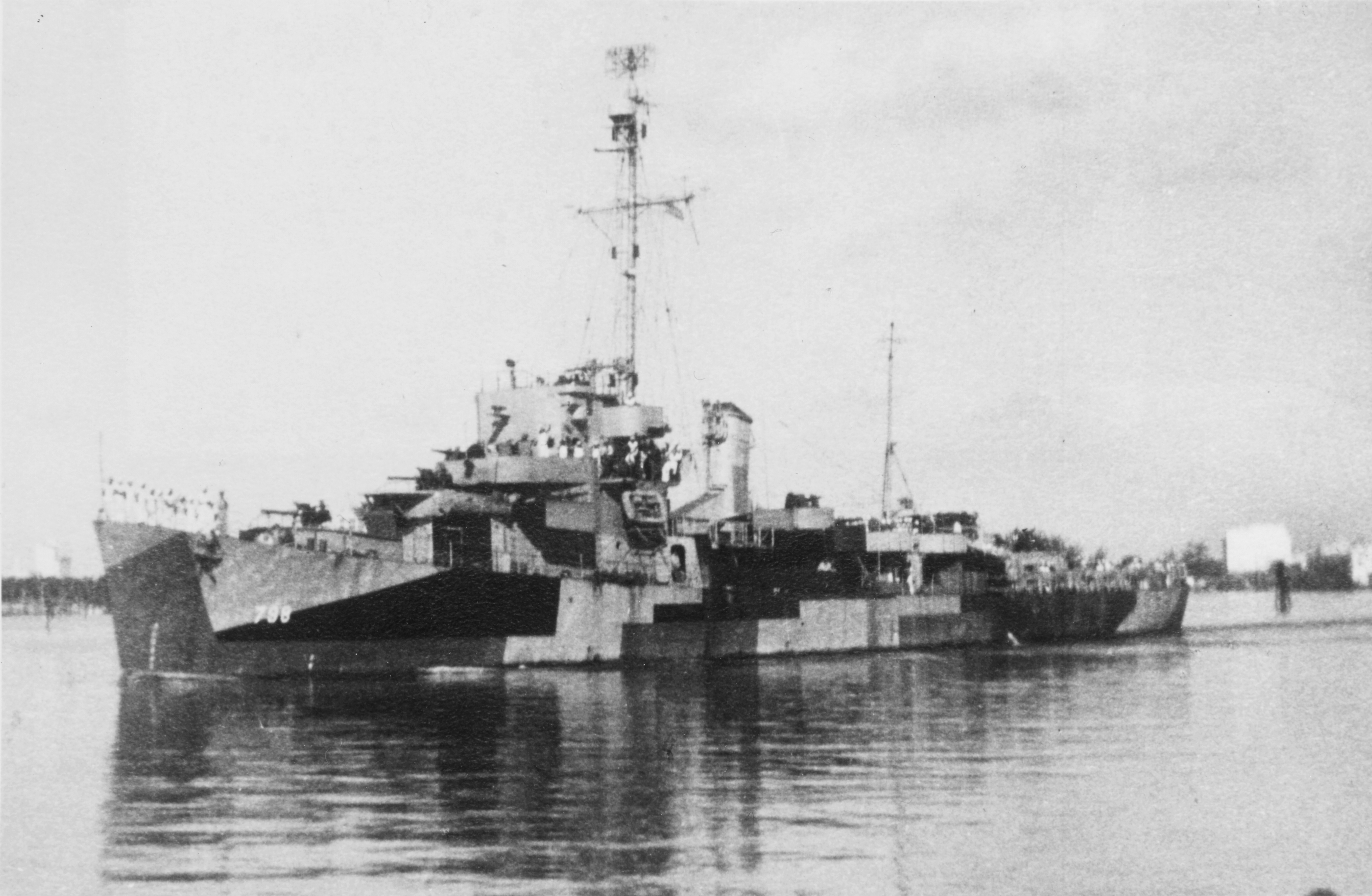 USS Varian (DE-798), while operating out of Miami, Florida, summer 1945.