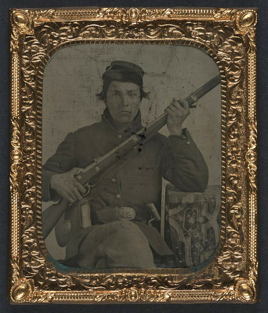 bayonet, and cartridge box LOC 5229209426.jpg English: [Unidentified soldier in Union uniform with musket, bayonet, and cartridge box] [between 1861 and