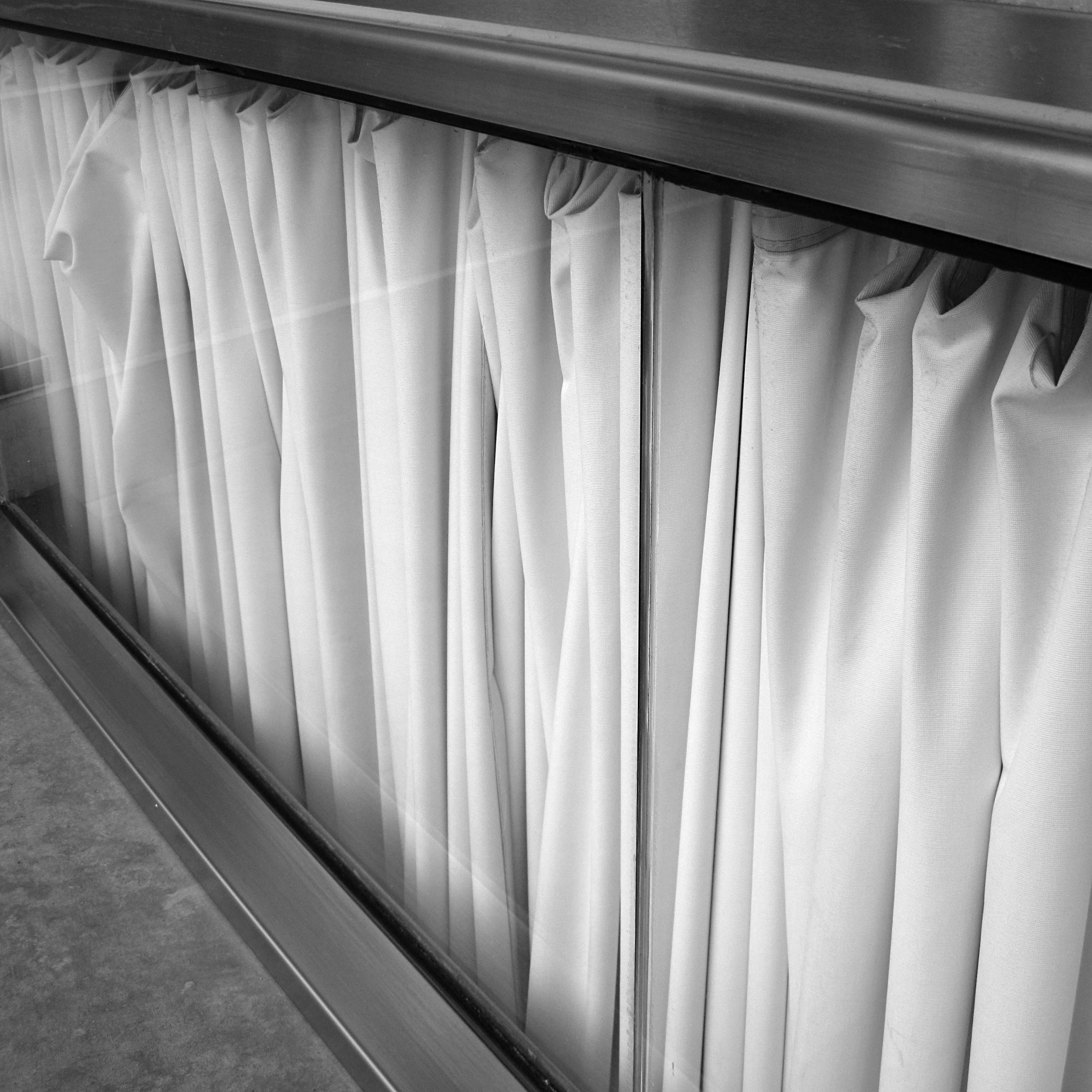 Open black curtain - File Wlanl Harry The Travel Marmot Kunsthal So