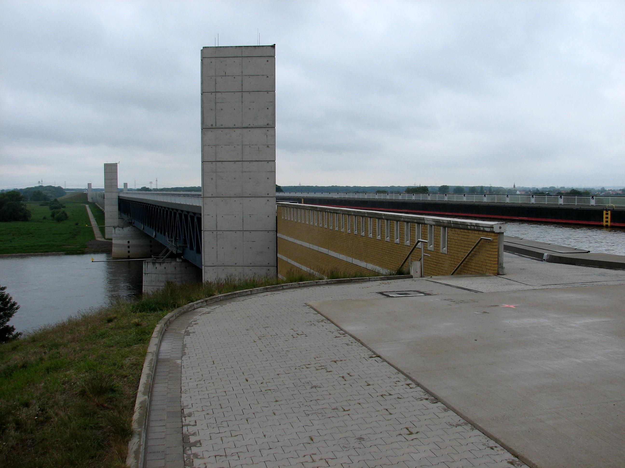 Wasserstraßenkreuz Magdeburg oben und unten - Quelle: WikiCommons