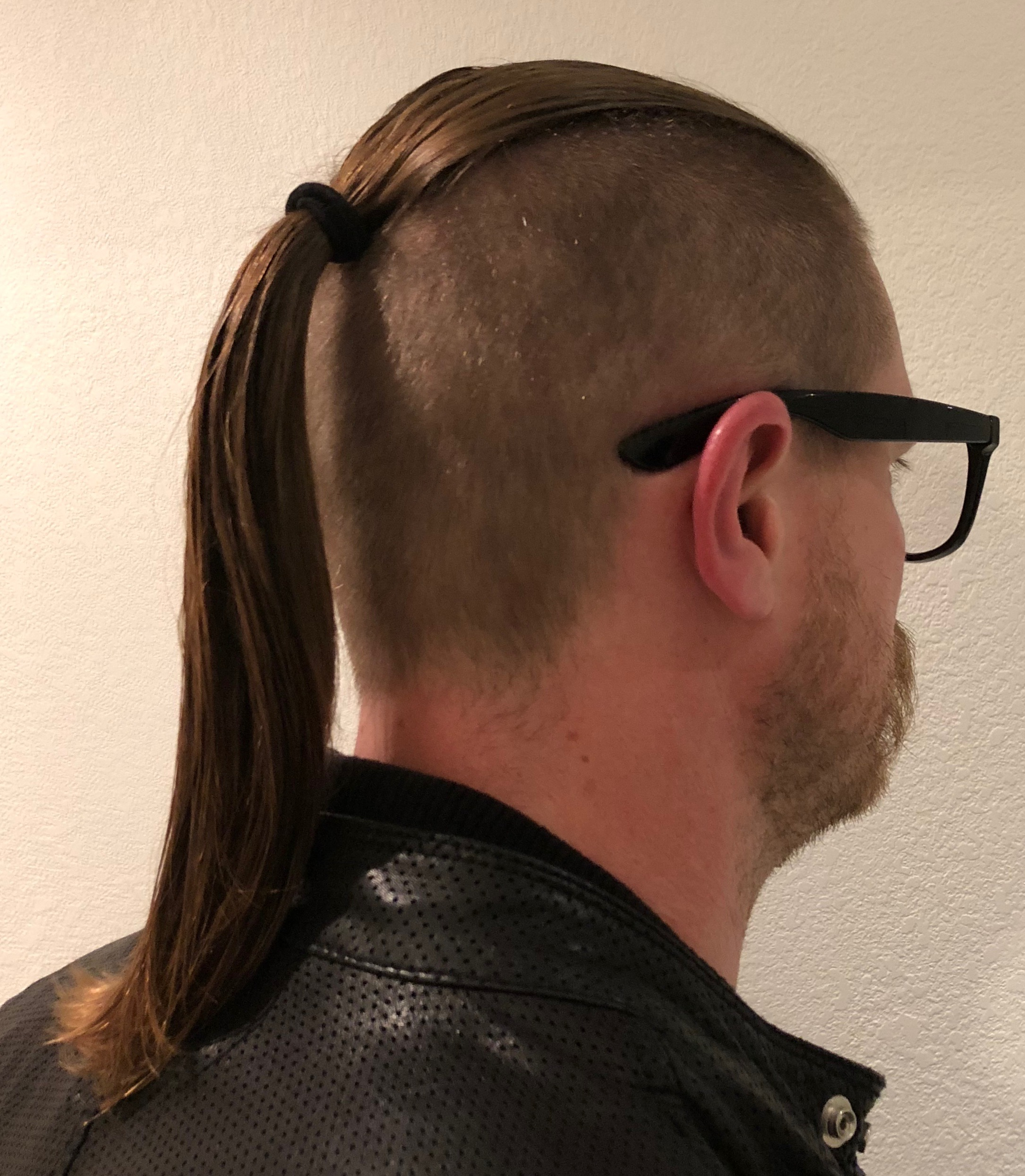 file wolftail hairstyle example jpg wikimedia commons