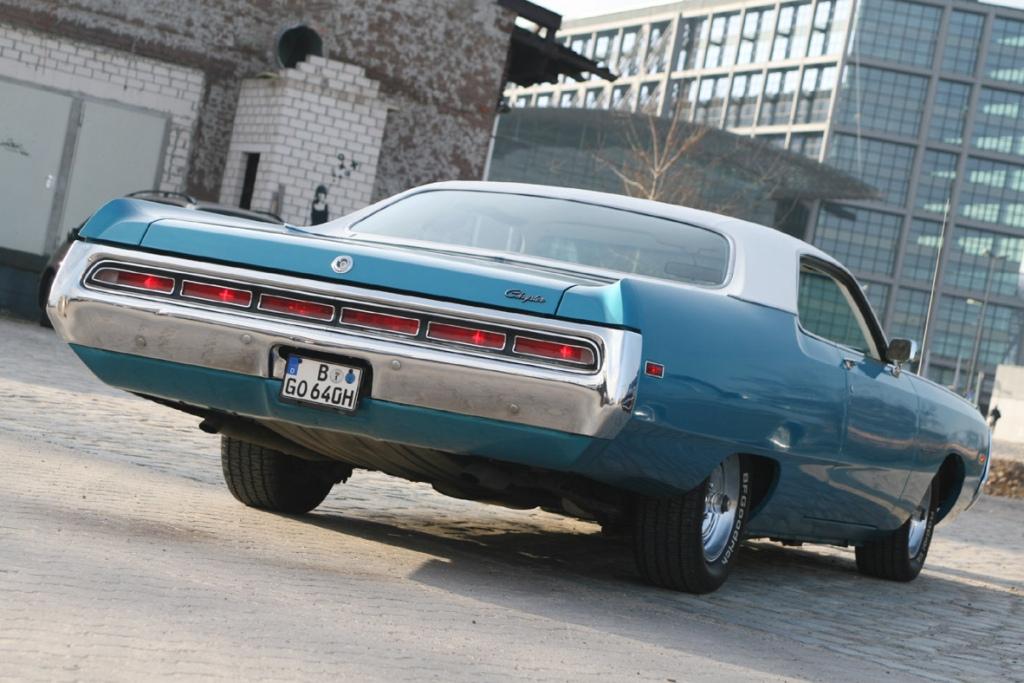 1971_Chrysler_Three_Hundred_005_-_Flickr_-_denizen24