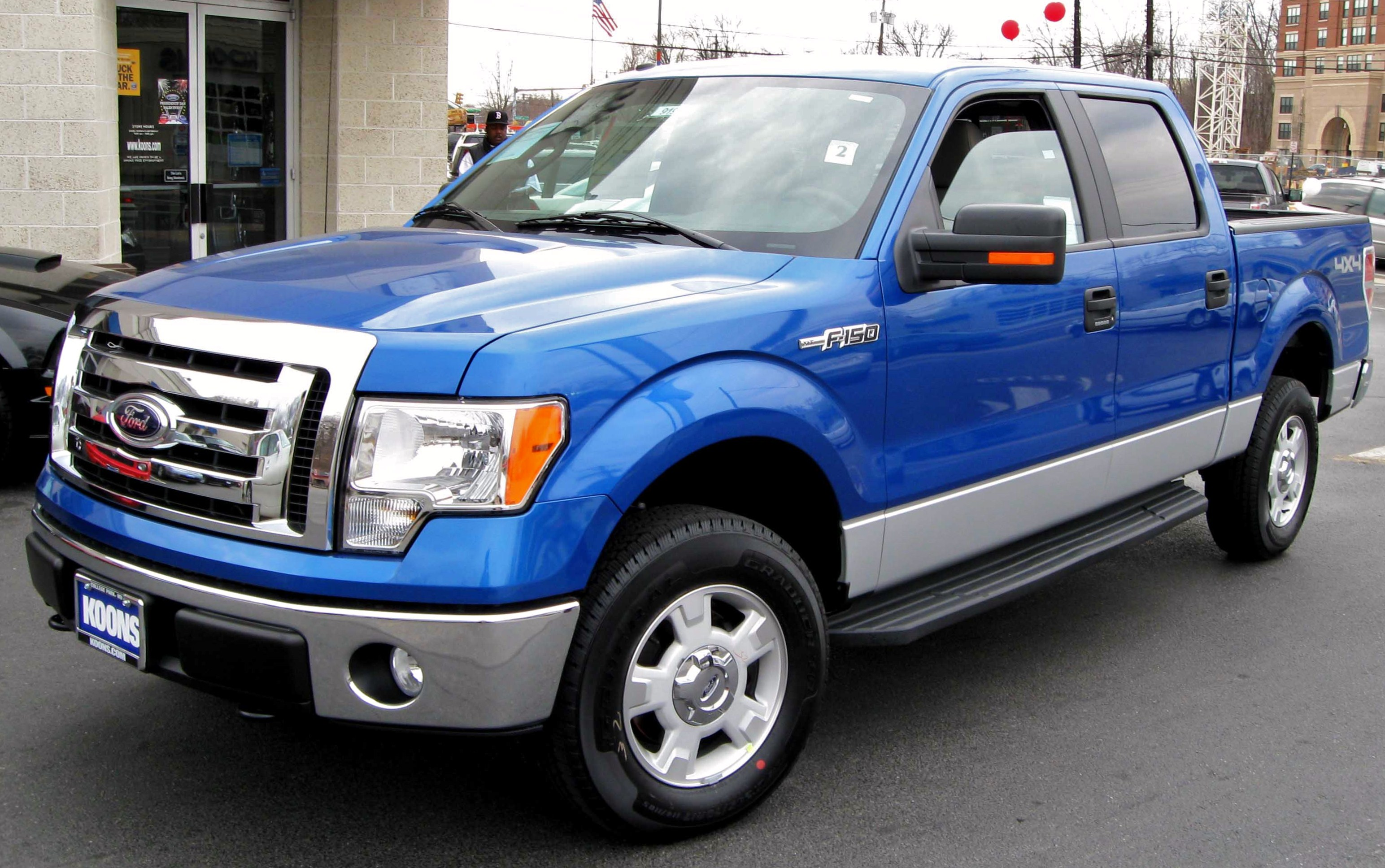 Description 2009 Ford F-150 XLT SuperCrew.jpg