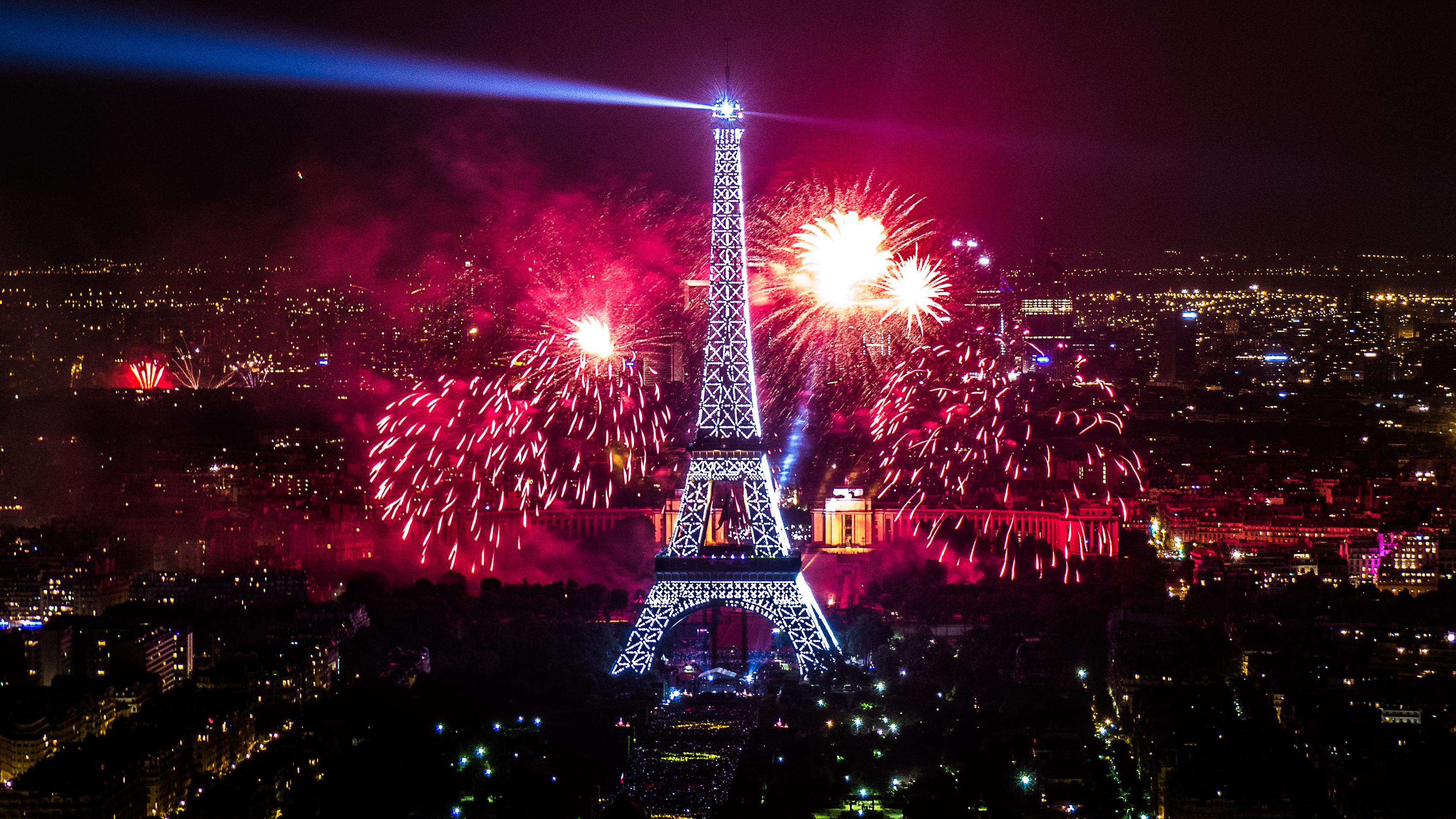 file:2013 fireworks on eiffel tower 38 - wikimedia commons