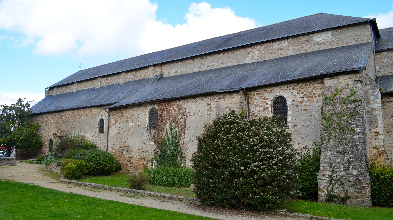 File abbatiale saint philbert de grand lieu 2 jpg for Piscine saint philbert de grand lieu