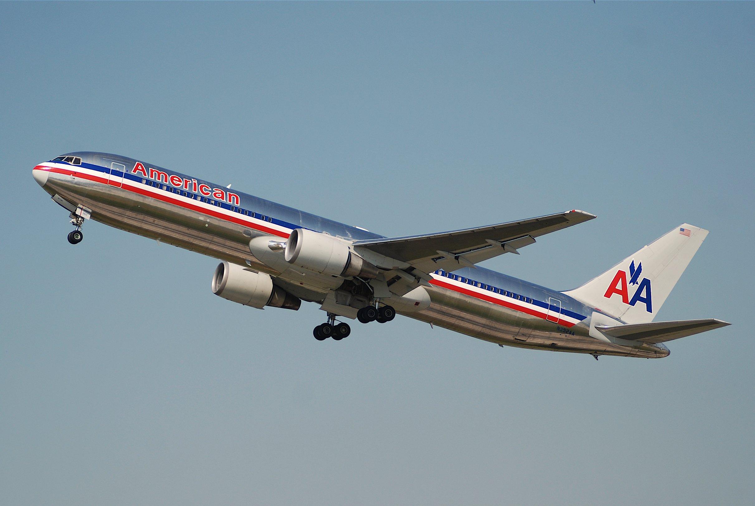 File:American Airlines Boeing 767-300 N352AA@ZRH,20.07 ...