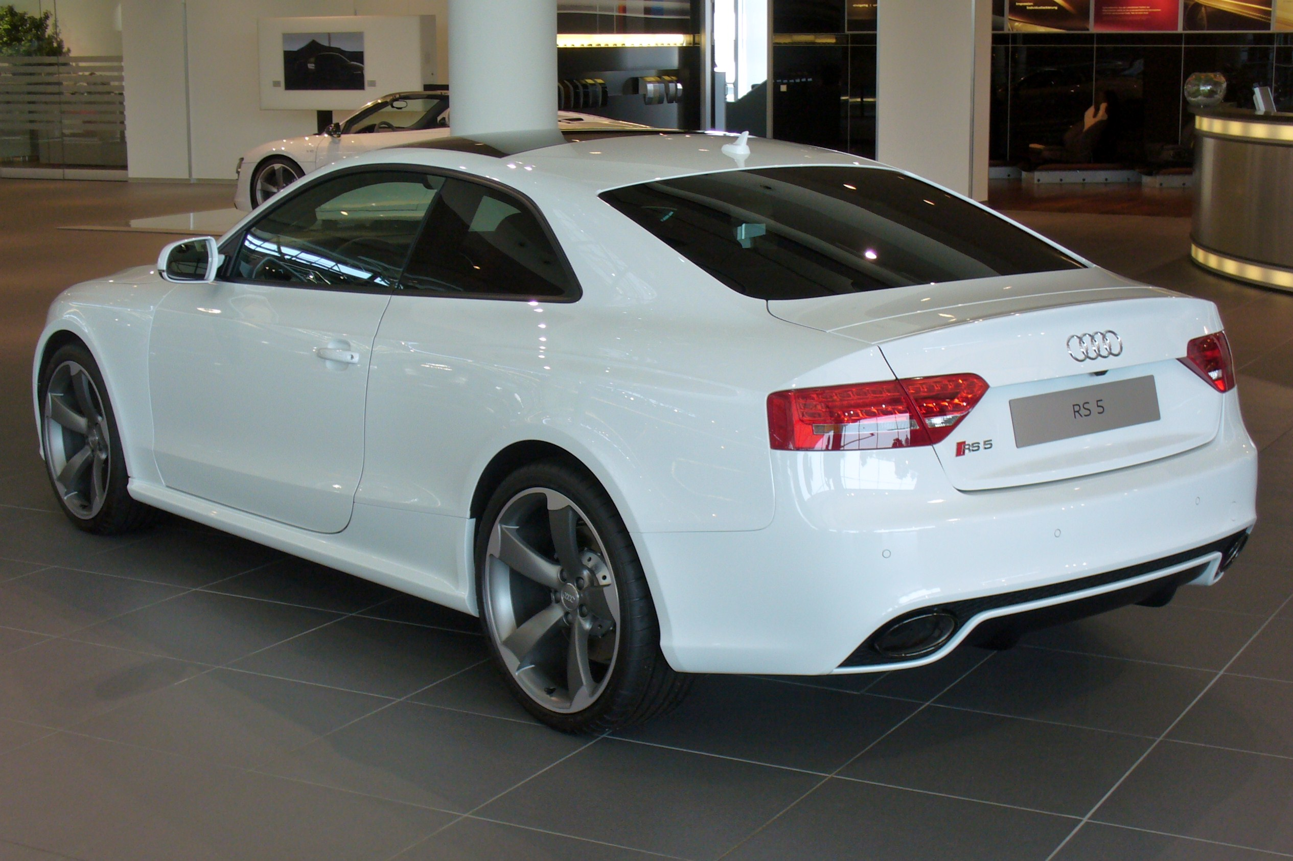 file audi rs5 coup 4 2 fsi quattro s tronic heck jpg wikimedia commons. Black Bedroom Furniture Sets. Home Design Ideas