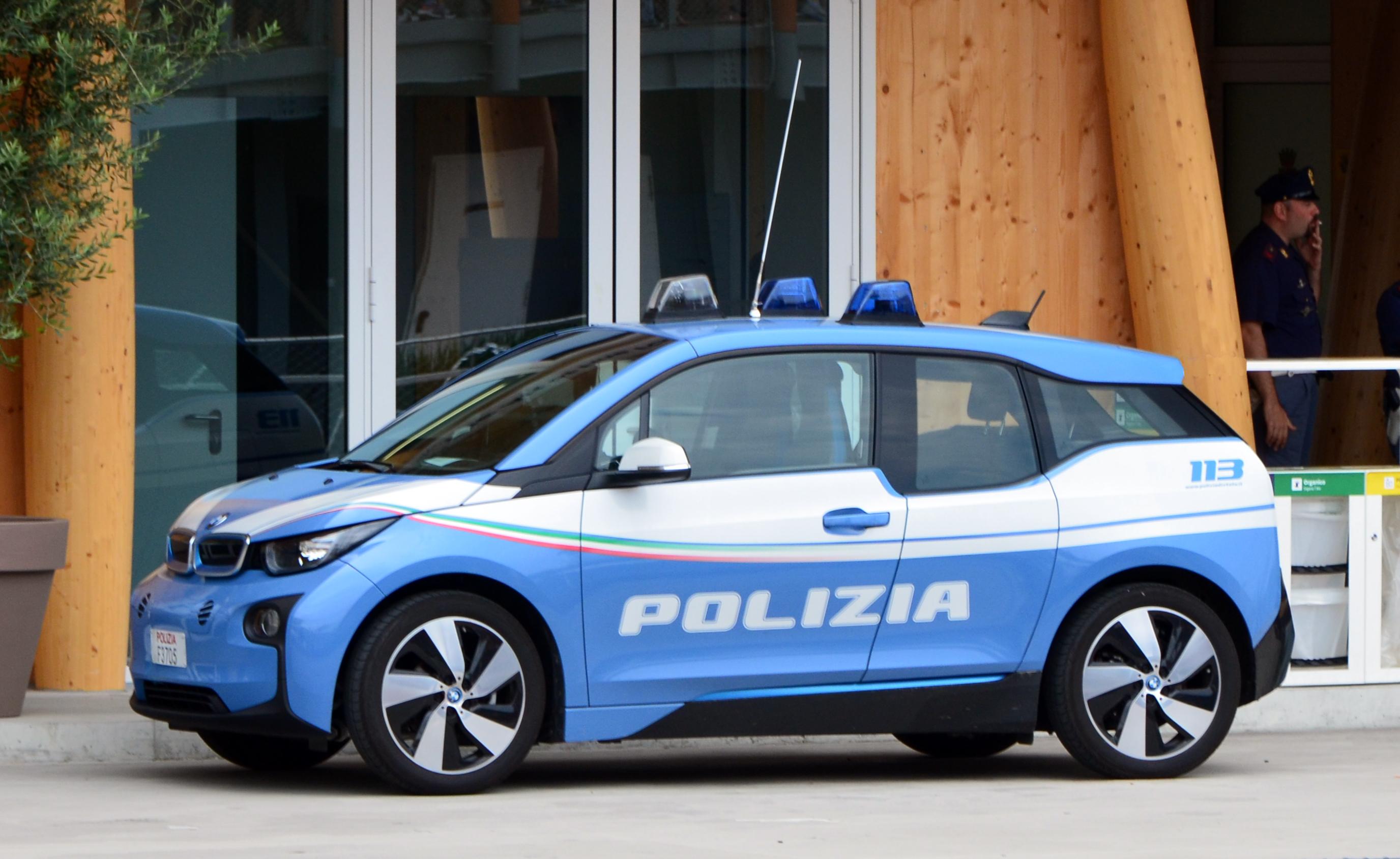 File bmw i3 polizia italiana 1 jpg wikimedia commons for Polizia di stato roma permesso di soggiorno