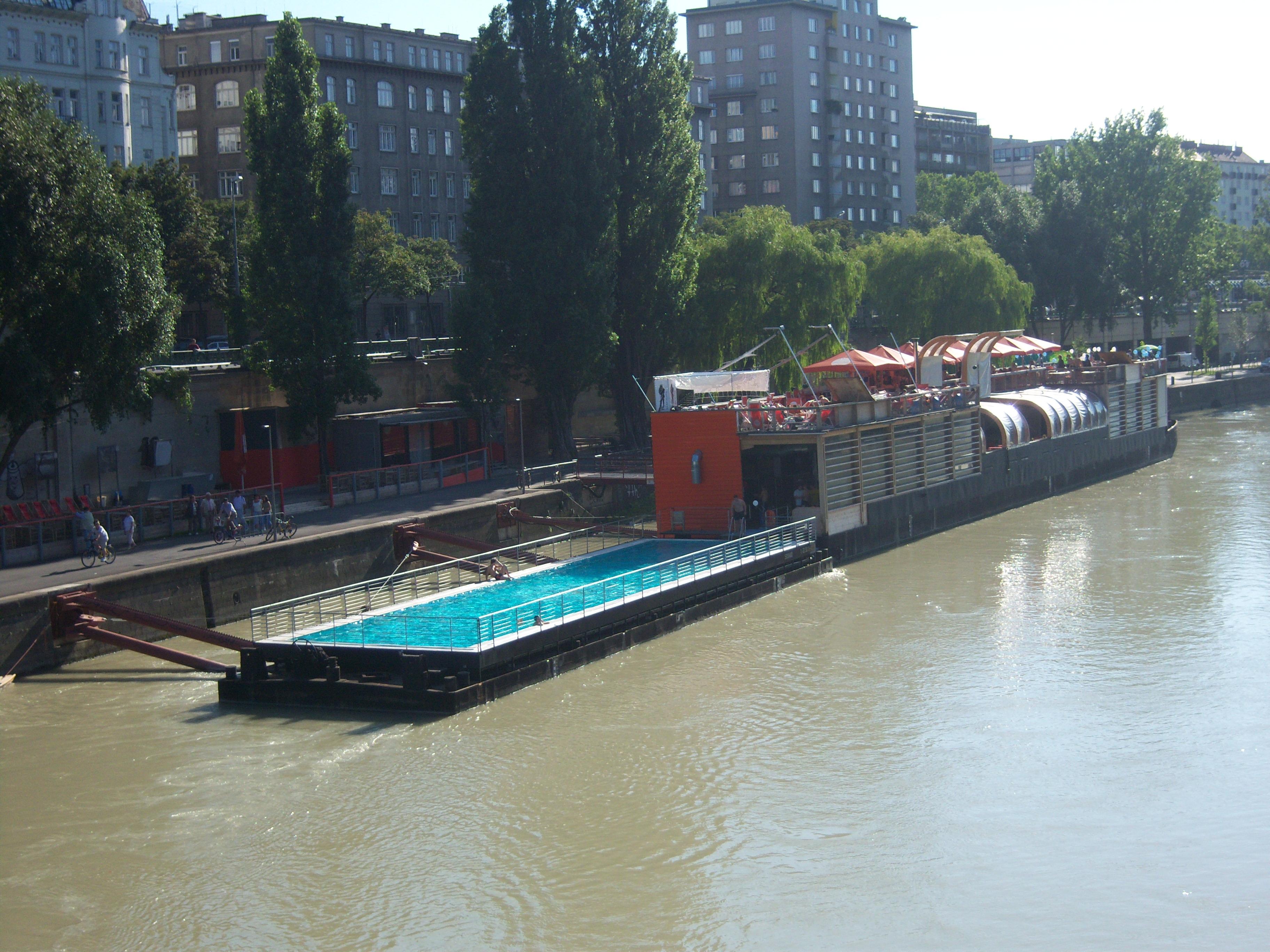 Badeschiff Wien2.JPG
